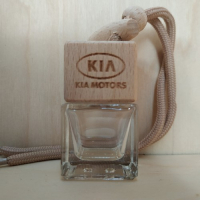 Флакон с деревянной крышкой с логотипом автомобиля KIA