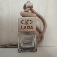 Флакон с деревянной крышкой с логотипом автомобиля LADA