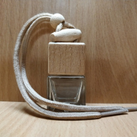 Флакон автоароматизатора с коричневым шнурком