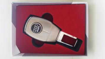 "Переходник ремня безопасности с логотипом ""Audi"""