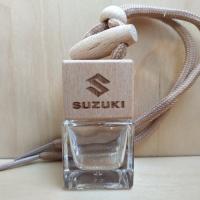 2 стикера с цветным логотипом Suzuki