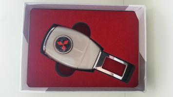 "Переходник ремня безопасности с логотипом ""Mitsubishi"""