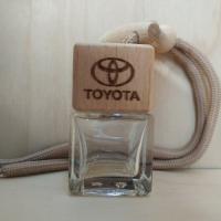 Флакон с деревянной крышкой с логотипом автомобиля Toyota