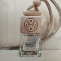 Флакон с деревянной крышкой с логотипом автомобиля Volkswagen