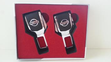 "Заглушка ремня безопасности с логотипом ""Nissan"""